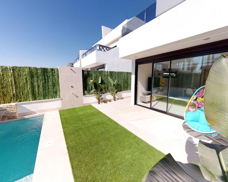 Nice new build villas on a great location in San Pedro Nieuwbouw Costa Blanca