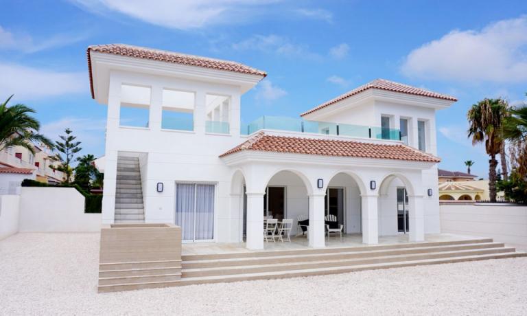 Mediterranean style new build villa in Doña Pepa in Nieuwbouw Costa Blanca